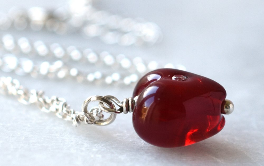 red-heart-choker-necklace-1212c.jpg