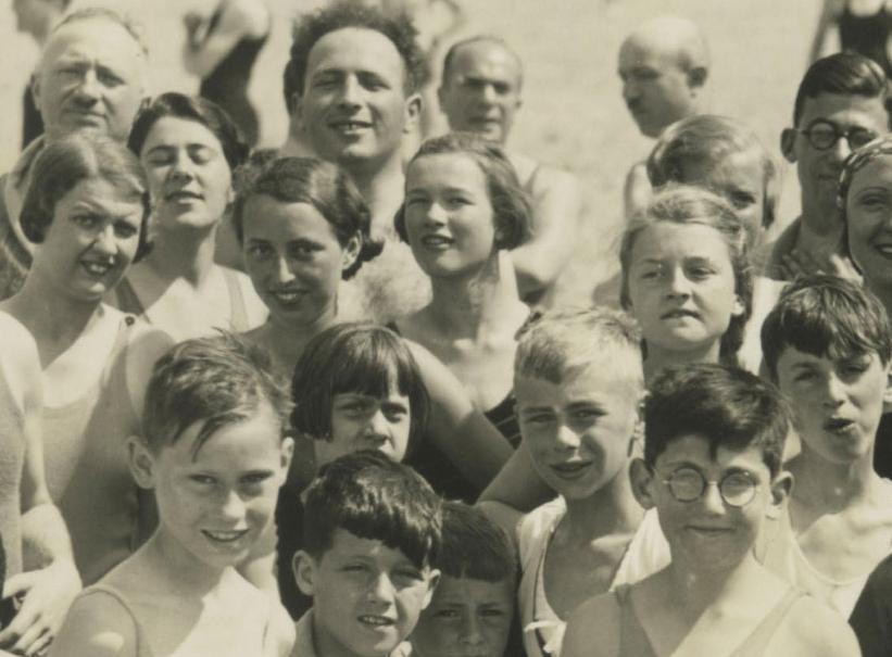 T2-04-GFH-album-no.-256-Scheveningen-1933_forweb_new.jpg