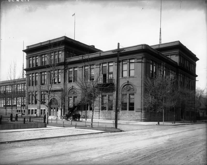 El Manual High School original, establecido en Whittier en 1894.