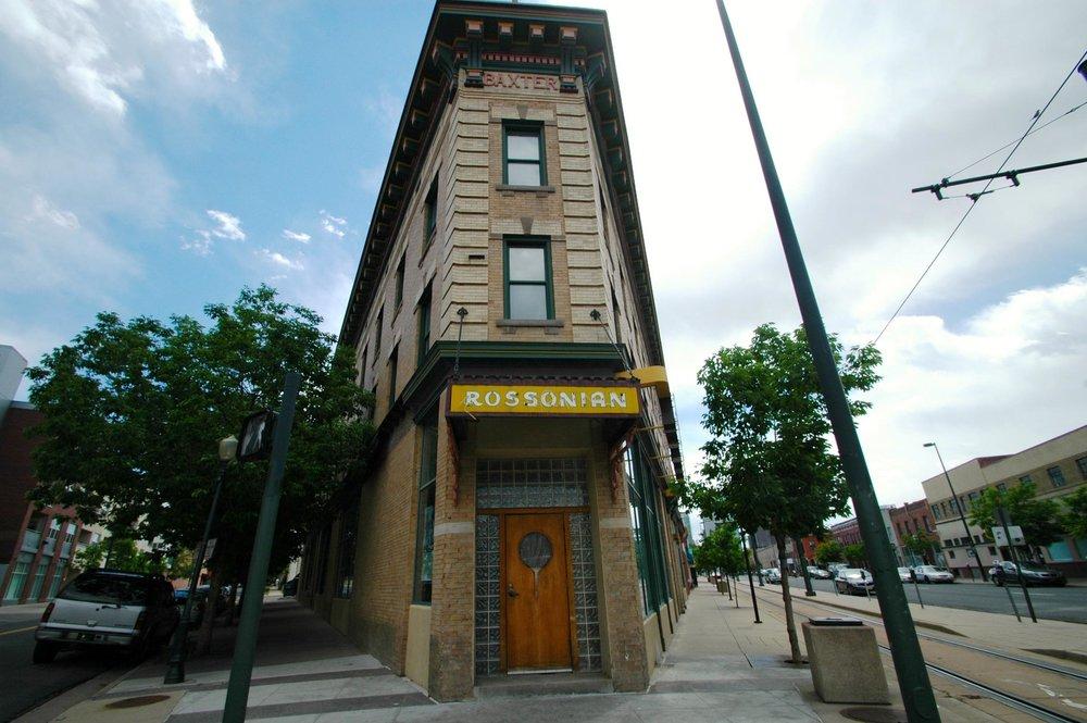 El Rossonian Lounge se estableció en 1929, anteriormente el Hotel Baxter se estableció en 1912.