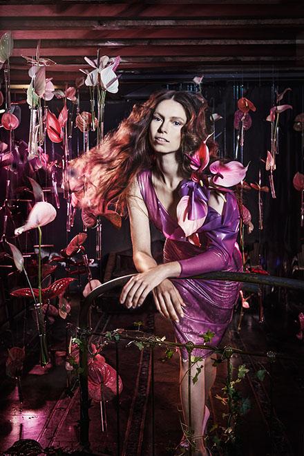edwin oudshoorn - the manor blooms - latex meisje 1.jpg