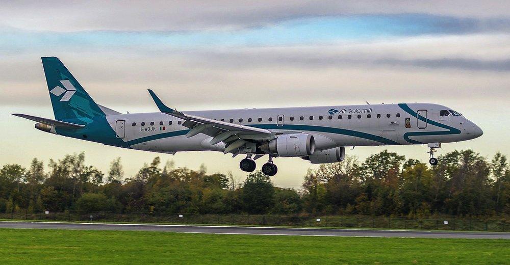 Air Dolomiti E195LR  I-ADJK 27OCT 2018 OPS LH2500 from MUC.jpg