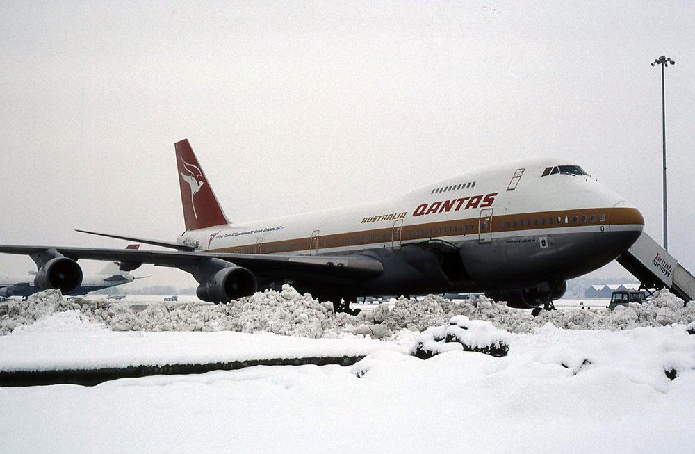 B.747 VH-EBO (10.12.1981).jpg