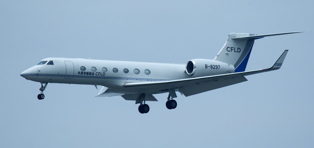 Wednesday 24th April was a good day for Executive Jets mainly due to the Man United v Man City game at Old Trafford in the evening. The pick of the pile was Chinese Gulfstream 550 B-8297 seen arriving on Runway 23 Right: Photo - Peter Hampson.