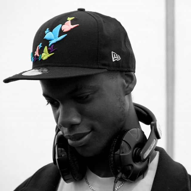 Old School. And low key one of my favourite pictures ever (📸: @thisisvasleon) Taken during my first ever competition win during my first festival. If you haven't guessed by now, I love this hat 😂 shout out @kingapparel their garms are fire🔥and they fit me so win win. . . . . . #livemusic #dj #traktor #traktordj #vinyl #serato #numark #nativeinstruments #apple #newmusic #musiclife #djlife #djs #instadj #djsofinstagram #deejay #londonDJ #turntablist #instascratch #technics #musicphotography #HypeBeast #exploremore #lifestyleblog  #makemoments #london_only #unlimitedlondon #londoncalling #instaandroid #vlog