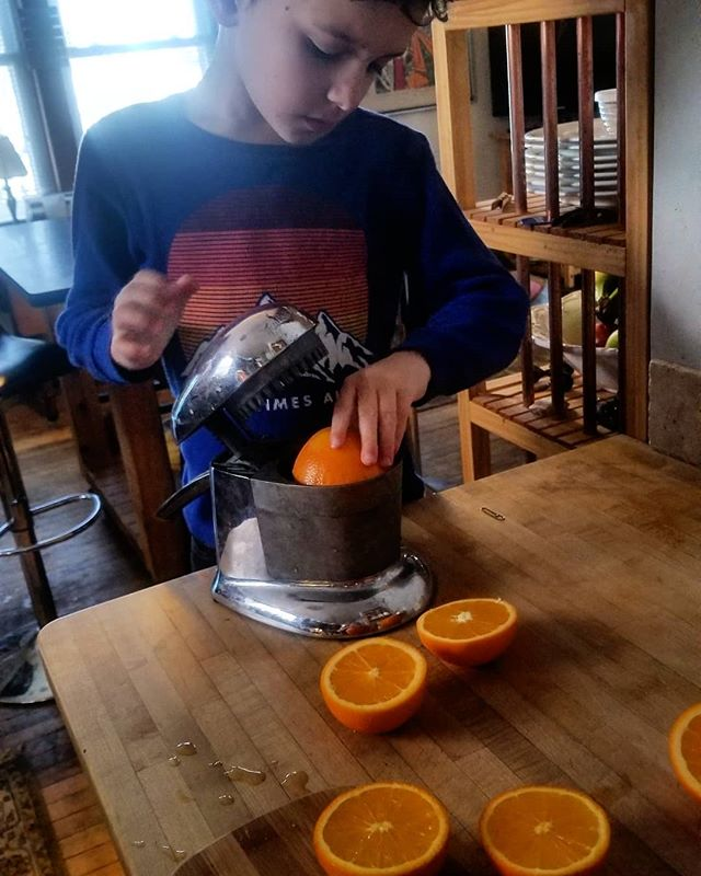 This bright, frigid weather is perfect for orange juice! Always best freshly squeezed. Check out our bio link for 2019 Fruit Box sign up info!🍊 #organic #familyfarm #fruitlove