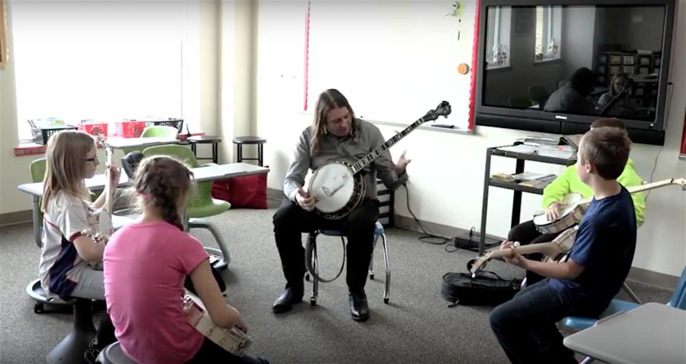 bga school banjo circle.png