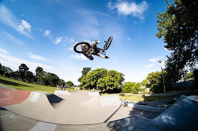 Love a good tabletop @jan__freesty_beranek . . . #neverstopexploring #fujifilmxt3 #demolitionbmx #igers #bmx #bmxfreestyle #bmxfreestyle #bmxlife #goodtimes #sundayfunday #tabletop #skatepark #newzealand #ridebmx #digbmx #gap #color #bikes #bikestagram #fun