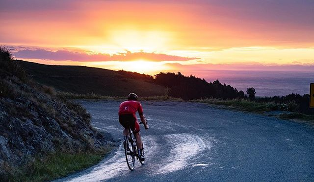 Working on something a bit different to what I usually do with triathlete @dylanmcneice over the next few weeks. . . #triathlon #triathlontraining #triathlete #thisistriathlon #swimbikerun #fujifilmxt3 #roadbike #roadcycling #specialized #specializedbikes #sunset #newzealand #christchurchnz