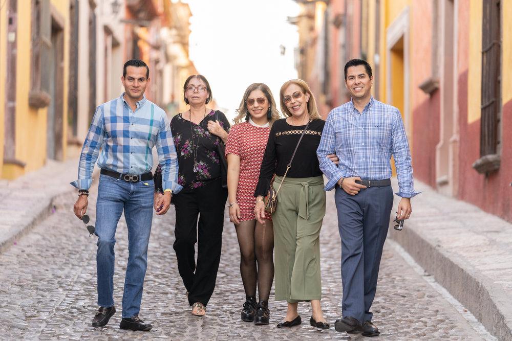 Dr Rogelio y Familia-7.jpg