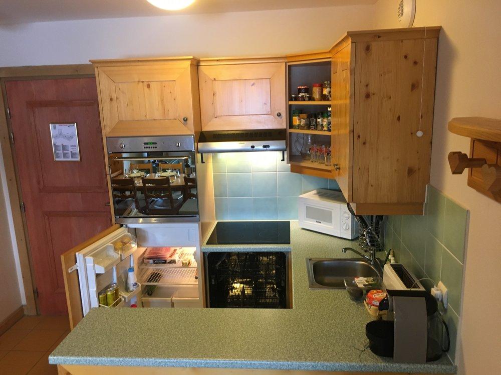 kitchen area hobs fridge cuboard sink coffee machine.jpeg