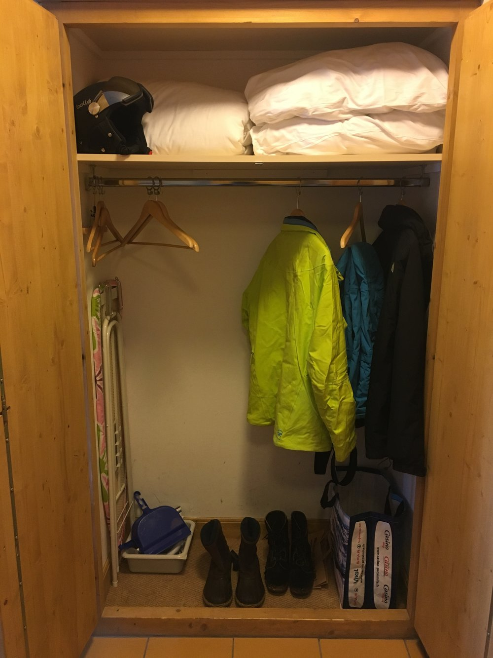storage jacket extra pillows boots drying area.JPG