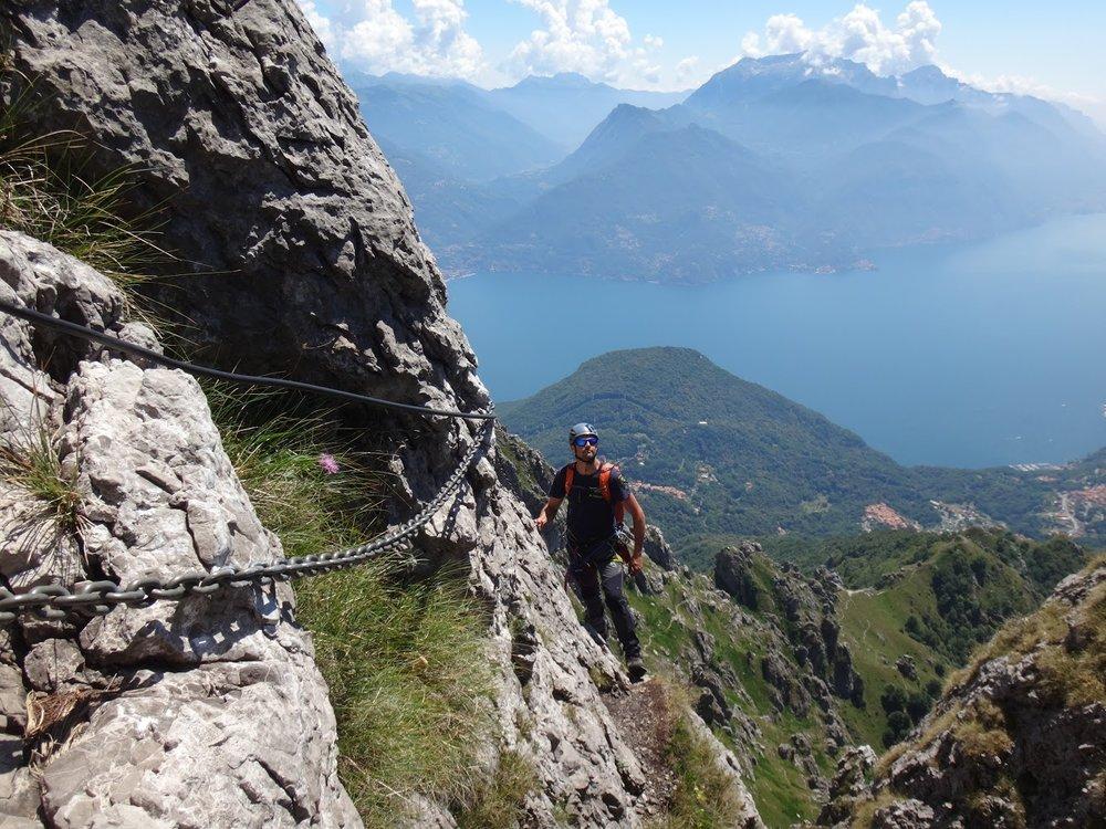 alpinismo hiking como lake