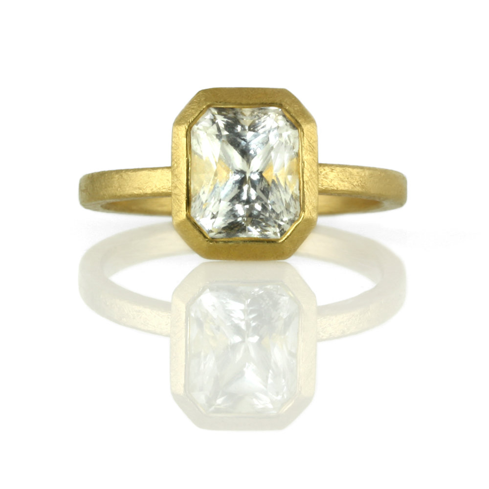 22kt gold bezel setting for emerald cut stone