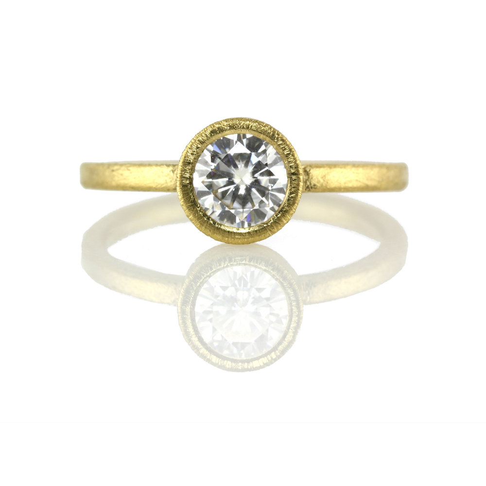 22kt gold bezel setting for round cut stone