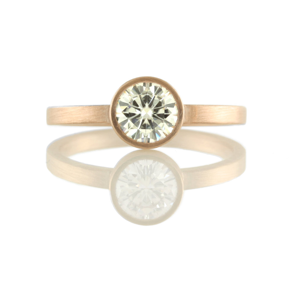14kt rose gold bezel setting for round cut stone