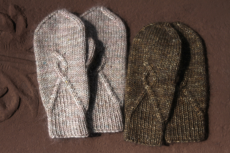 More info on the Ghostwood Mittens Pattern here!