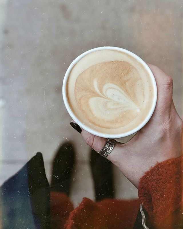 La la la latte love . . . . . #torontolife #torontocoffeeculture #latteart #oneofthebunch #coffeeshops #autumn🍁 #exploretoronto