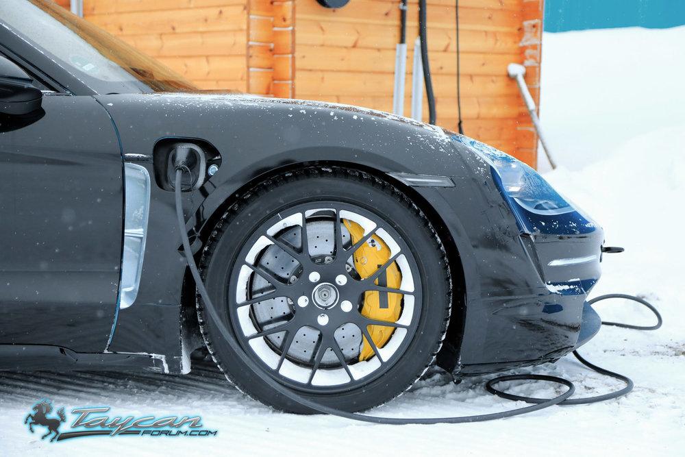 Porsche-Taycan-Prototype-_SB18089.jpg