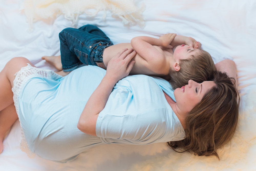 Sibling Maternity Photos | Coconut and Rain
