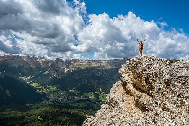 Una actitud positiva te da poder sobre tus circunstancias en lugar de que tus circunstancias tengan poder sobre ti. - Joyce Meyer