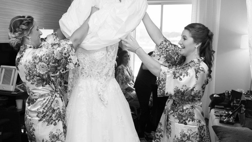 Wedding-Bridal-Party-Getting-Ready-3.jpg