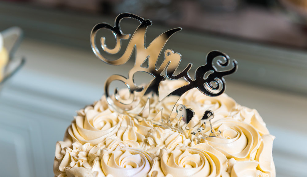 Cutting-the-wedding-cake-2.jpg