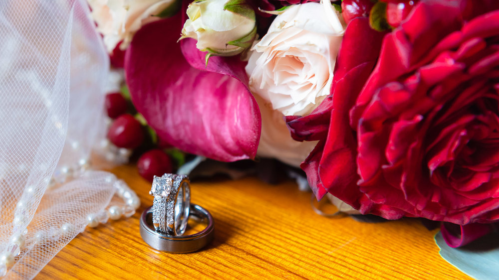 Wedding-rings-with-flowers-1.jpg