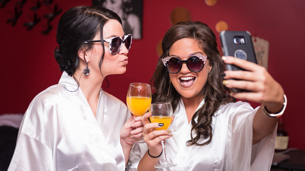 Maid-of-honor-selfie-silk-robes-1.jpg
