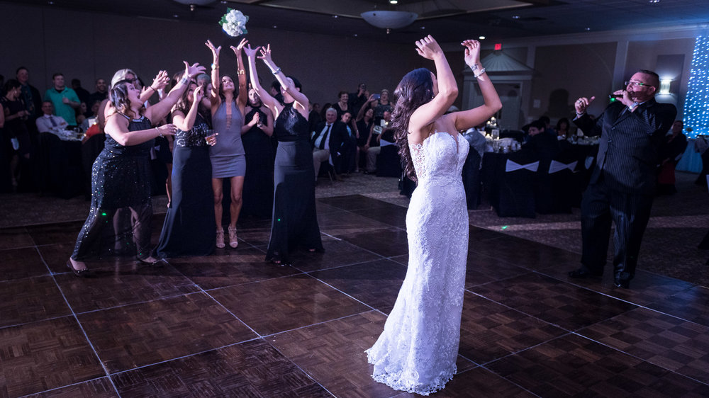 Bride-bouquet-toss-The-Chadwick.jpg