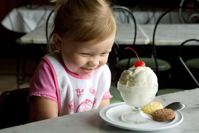 photo_little_girl_icecream.jpg