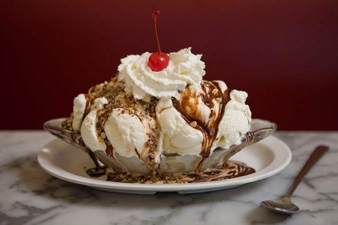 ice_cream_h_carmel_sundae.jpg