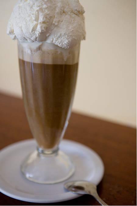 ice_cream_v_rootbeer_float.jpg