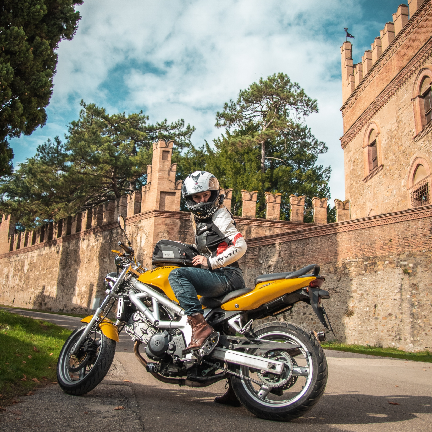 28f0437aad42 How to Motorcycle · Leveling up: tips that will make you a better rider  instantly. Part 1