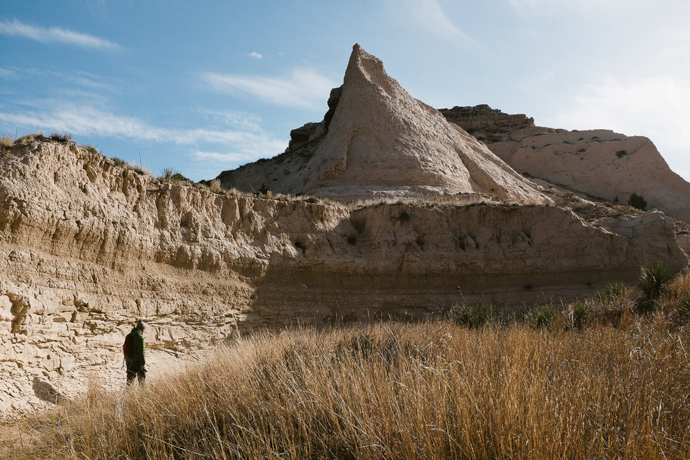 hiking with dogs at pawnee buttes colorado 020.jpg