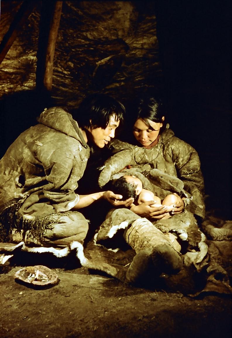 Inuit family.jpg