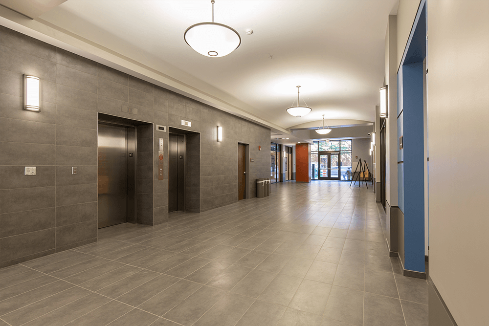 Lobby with easy access to retail tenants and within walking distance of the Tennessee Aquarium, Tennessee Riverfront, the Hunter Museum of American Art, AMC Majestic 12 Theater, restaurants, the Tivoli Theater, and more