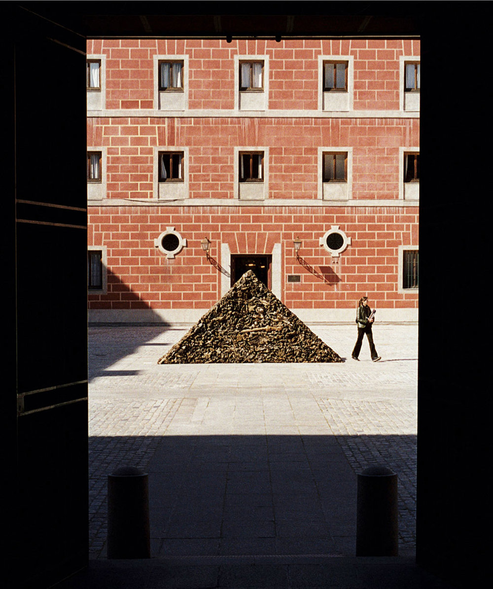 James Darling and Lesley Forwood, Triangle I, 2002, mallee roots, 2.5 x 5.0 x 1.0 m, Centro Cultural Conde Duque, Madrid, Spain-3.jpg