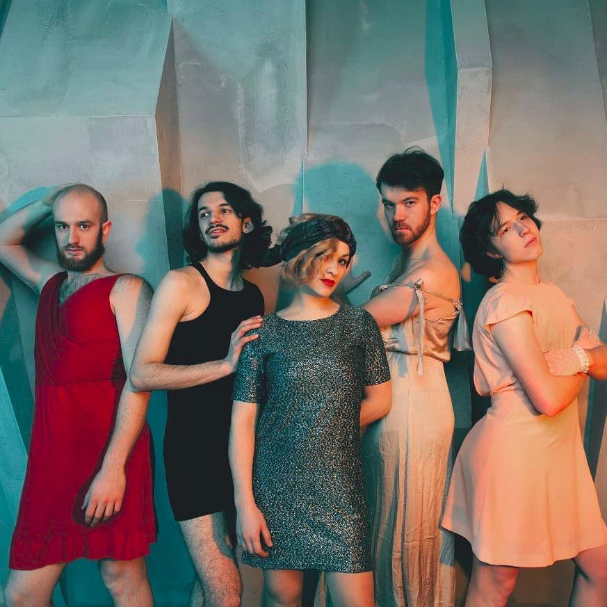 YOGA FOR WINE LOVERS - RUS // 24 maggio 2019 - Alternative Rock e Ritmi Popolari. Un collettivo russo che passa con nonchalance dall'alternative rock a ritmi popolari, un'incredible ensamble composto da 6 musicisti.