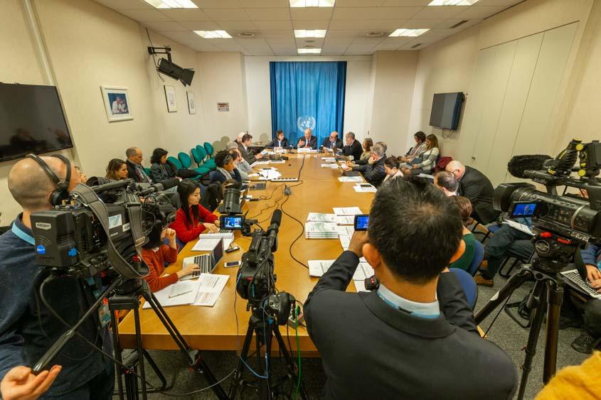 Le directeur général de l'OMPI, Francis Gurry, présente un rapport novateur sur l'innovation de l'IA aux journalistes à Genève. (Photo: OMPI / Berrod)