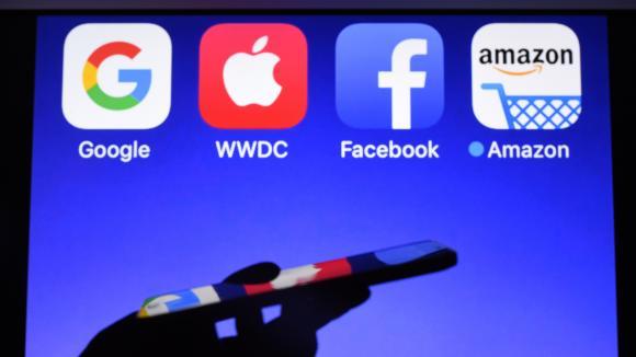 Les quatre logos du GAFA (Google, Apple, Facebook et Amazon). (DAMIEN MEYER / AFP)