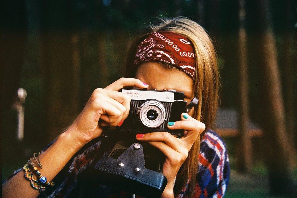 woman-photographer-1245761_1920.jpg