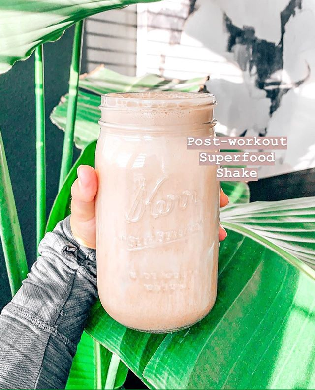 ✨My favorite post-workout superfood shake recipe 👉🏻 almond milk, maca powder, cacao powder, collagen, chocolate bone broth protein or plant-based protein, stevia or monk fruit to sweeten & ice! I blend all of the ingredients until creamy and it's so delicious! Video instructions are up on my story and in my IGTV ❤️ . . . . . #greenjuice #holistic #holistichealing #juicing #juicecleanse #greensmoothie #drinkyourgreens #juice #ketojuice #nosugar #nosugaradded #sugarfree #iquitsugar #ketorecipes #lchf #smoothie #rawvegan #veganketo #ketorecipes #sugarfreerecipes #sugarfreediet #paleodiet #berrysmoothie #smoothierecipe #smoothierecipes #lowcarbsmoothie #ketosmoothie