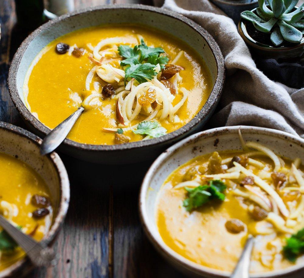thai bliss curry soup - a nourishing raw vegan recipe