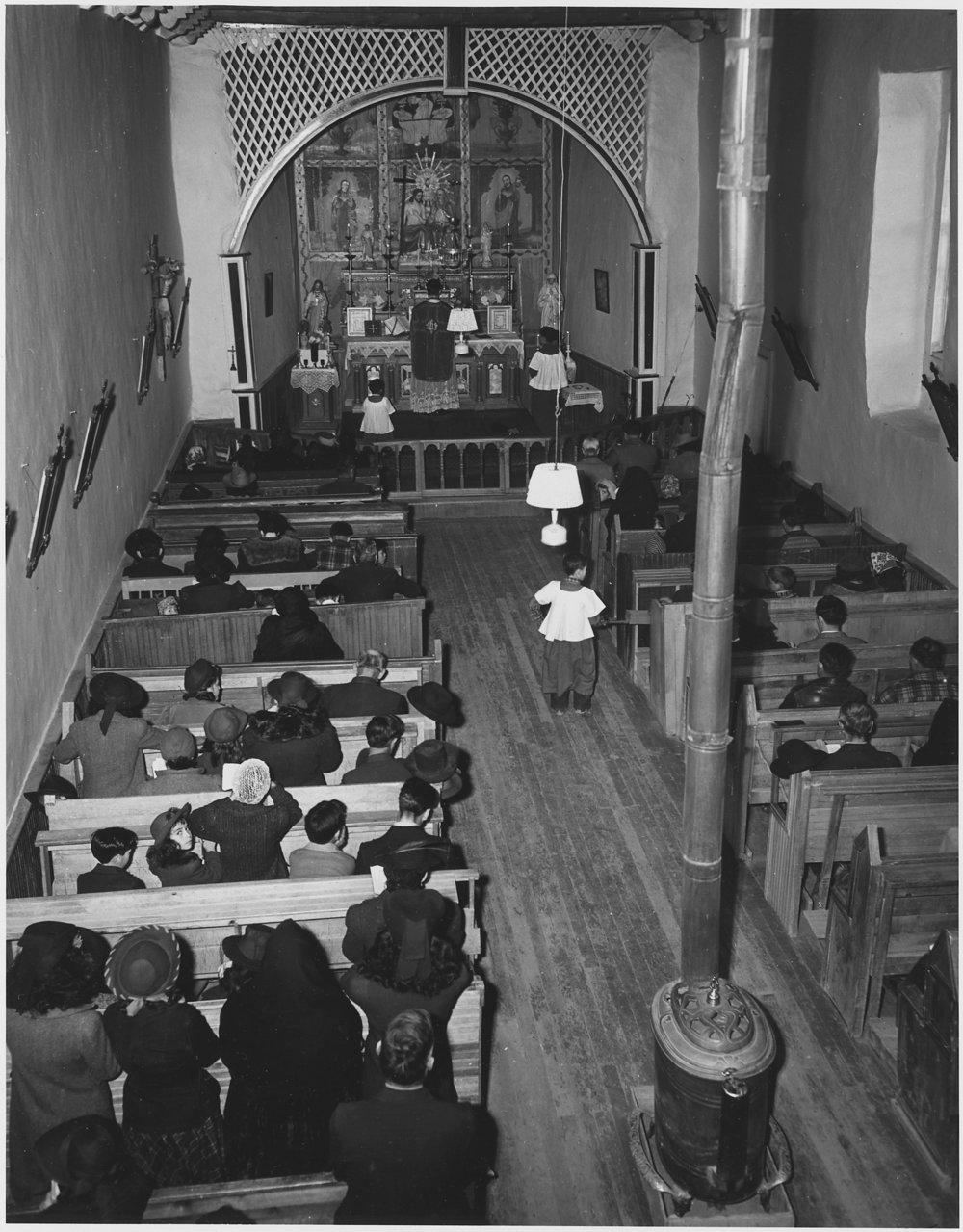 Taos_County,_New_Mexico._Mass_at_Arroyo_Seco_church_-_NARA_-_521926.jpg