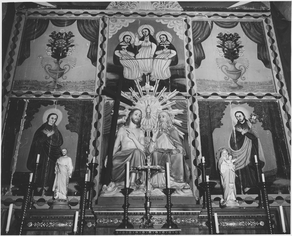 Taos_County,_New_Mexico._Altar_of_church_at_Arroyo_Seco_-_NARA_-_521931.jpg
