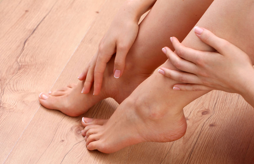 44072180_M_feet_check_woman_hands_indoors_manicure_touch_rub_high_arch.jpg