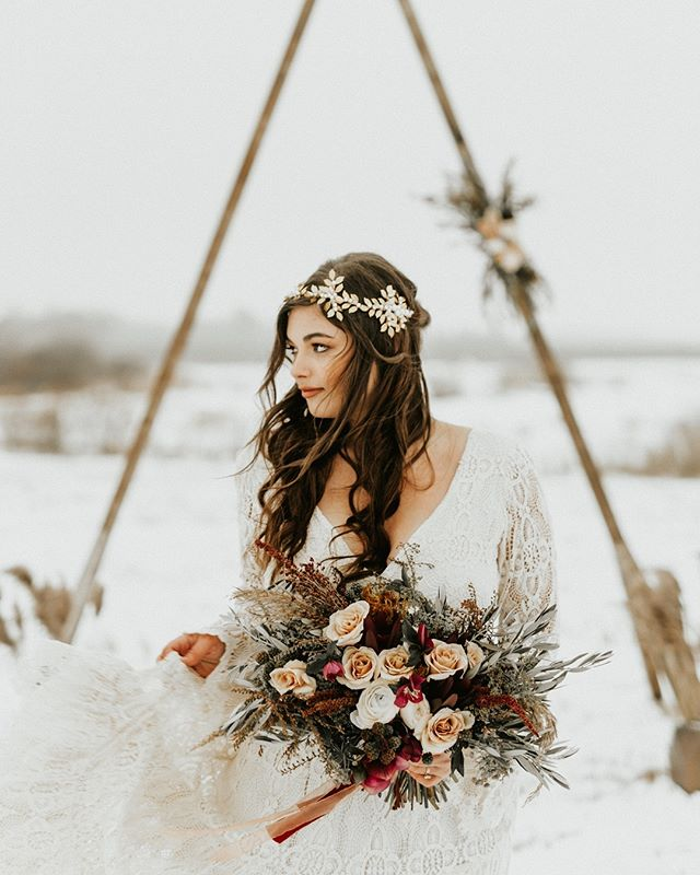 She has the prettiest heart and then look at the rest of her 😭  Venue @ivorynorthco Coordinator @ivorynorthco Hair @nicolettehairartistry Make-up @ladyvampartistry Florals @beeziesblooms Dress @kiteandbutterfly Bride @krzanghi  Groom @jzfourteen