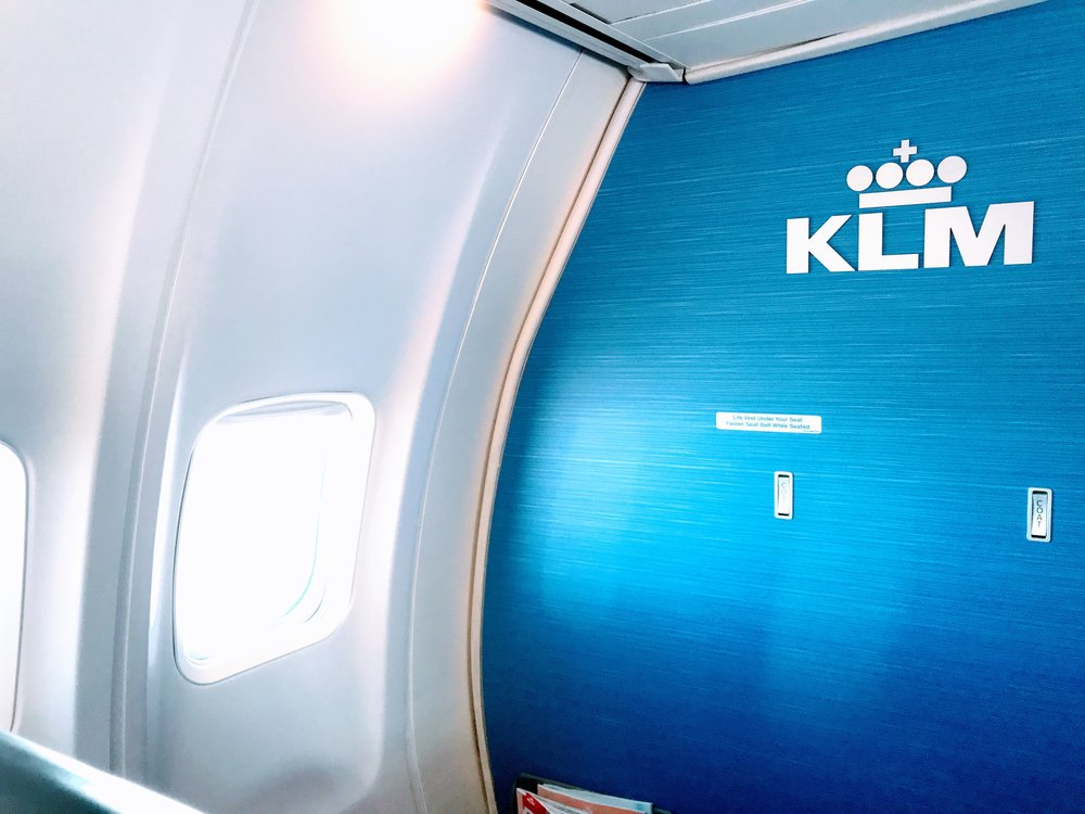 The KLM cabin was very clean and refreshing. I've always been a big fan of KLM's brand.