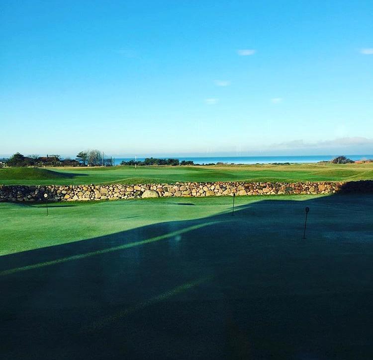 Golf - På Bjärehalvön finns många fina golfbanor, ta tillfället i akt att prova några olika för att se den vackra halvön från olika vinklar.